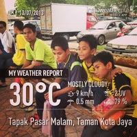 Photo taken at Tapak Pasar Malam, Taman Kota Jaya by Noor Hazli A. on 7/13/2013
