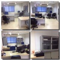 Photo taken at คณะวิทยาลัยการฝึกหัดครู มหาวิทยาลัยราชภัฏพระนคร by Issey Miyake on 10/22/2013