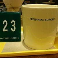 Photo taken at Freshness Burger by cazooya on 2/5/2017