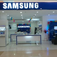 Photo taken at Samsung mobile by Didie K. on 5/14/2013