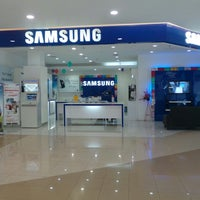 Photo taken at Samsung mobile by Didie K. on 5/30/2013