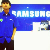 Photo taken at Samsung mobile by Didie K. on 10/23/2012