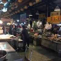 Photo taken at 水仙宮菜市場 Shuei Sian Temple Market by Yiching H. on 4/7/2018