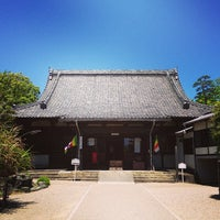 Photo taken at 無量寿寺 by 葵 紅. on 5/2/2013