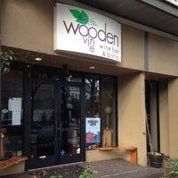 รูปภาพถ่ายที่ The Wooden Vine โดย Joshua D. เมื่อ 12/6/2013