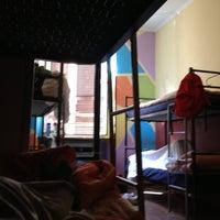 Foto scattata a Alessandro Downtown Hostel da Nelson C. il 4/28/2013