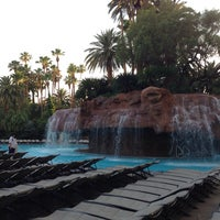 Photo prise au The Mirage Pool & Cabanas par Maryam A. le5/19/2013