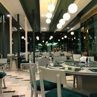 Photo taken at The Harbour Restaurant - Pattaya by Bakta N. on 9/16/2017