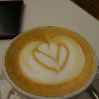 12/21/2015 tarihinde eckelonziyaretçi tarafından Cafés El Criollo'de çekilen fotoğraf