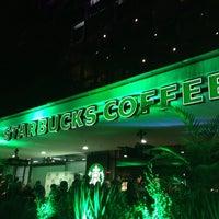 Foto tomada en Starbucks por Nico Cruz ✈️🌎 el 7/17/2014