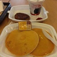Photo taken at McDonald's by Wenn E. on 2/21/2013
