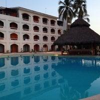 Foto tomada en Plaza Pelicanos Grand Beach Resort por Mariana B. el 1/25/2014