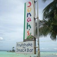 Foto diambil di Jonah's Fruitshake and Snackbar oleh Jonadeth G. pada 4/9/2013