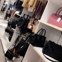 Das Foto wurde bei H&M von Jessa Jhen G. am 10/18/2016 aufgenommen