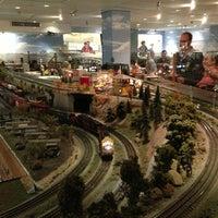 Снимок сделан в San Diego Model Railroad Museum пользователем Makoto U. 2/24/2013