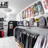 Foto tirada no(a) Nollie Skateshop por Nollie S. em 10/10/2012