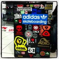 Foto tirada no(a) Nollie Skateshop por Nollie S. em 10/20/2012