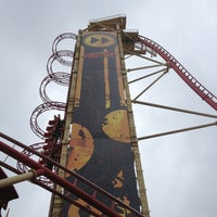 Photo taken at Hollywood Rip Ride Rockit by Александр Л. on 3/13/2013