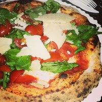 Foto tomada en Gusta Pizza por Pasquale S. el 12/20/2014