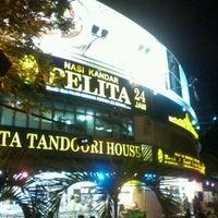 Photo taken at Nasi Kandar Pelita by Dujes on 9/30/2012