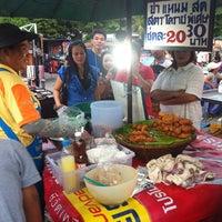 Photo taken at ตลาดนัดข้างเขตหลักสี่ by Denjan N. on 7/26/2013