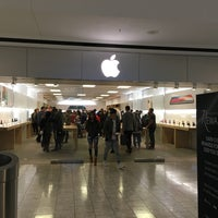 Photo taken at Apple Stamford by Anne Marie H. on 11/4/2017