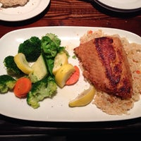 Photo taken at LongHorn Steakhouse by Avery J. on 10/14/2013