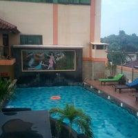 Photo taken at Pandanaran Hotel Semarang by Adam R. on 1/21/2017