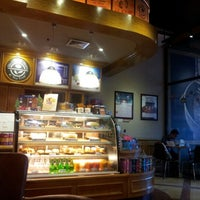 Photo taken at The Coffee Bean & Tea Leaf by Gerard M. on 12/1/2012