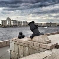 Photo taken at Арсенальная набережная by 👈ОТЕЦ . on 8/10/2013