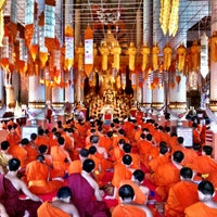 Foto tirada no(a) Wat Phra Singh Waramahavihan por Tommy B. em 10/27/2012
