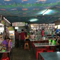Photo taken at ขนมจีนเส้นสด เมืองคอน หน้าเรือนจำ by Tommy B. on 2/5/2016