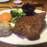 Photo taken at Outback Steakhouse by Tony C. on 11/25/2014