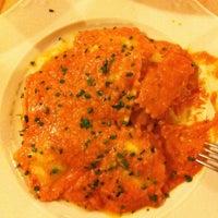 Foto tomada en Restaurante Vegaviana por Serena O. el 2/16/2013