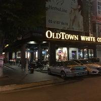 Photo taken at OldTown White Coffee by Elan D. on 9/14/2017