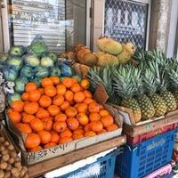 Photo taken at Jalan Lee Sam Fruit Stall by Elan D. on 8/18/2018