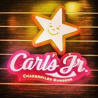 Foto tomada en Carl's Jr. por Onur A. el 7/15/2013