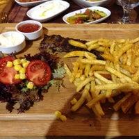 Foto tirada no(a) Steak House & Cadde Cafe por Nisan Esma Ç. em 1/21/2014