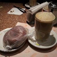 Foto tomada en Madero Restaurant-Café por Luis F. el 10/9/2012