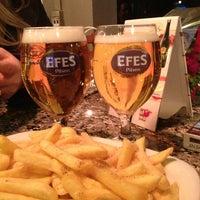 2/20/2013 tarihinde Ayşegül D.ziyaretçi tarafından Elma Pub & Beercity'de çekilen fotoğraf