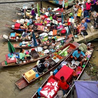 Photo taken at Amphawa Floating Market by siamblackberry s. on 7/13/2013