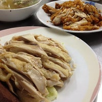 Photo taken at Je Aoun Chicken Rice by siamblackberry s. on 10/31/2012