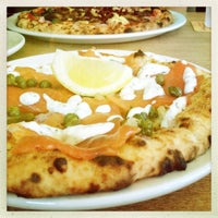Photo prise au Famoso Neapolitan Pizzeria par Claudia W. le9/25/2012