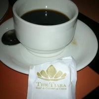 Foto diambil di The Tiara Hotel & Convention Center oleh Sonny P. pada 10/12/2012