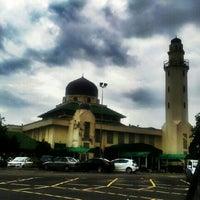 Foto scattata a Masjid al-Hasanah مسجد الحسنة da Saru Y. il 1/20/2013