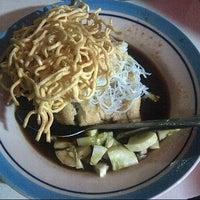 Photo taken at Pempek depan Pegadaian Pasar Lama by Dhika P. on 9/26/2012
