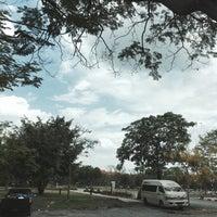 Photo taken at ท่ารถตู้มธ.รังสิต - อนุสาวรีย์ฯ/ฟิวเจอร์ฯ (TU-Future Park Rangsit/Victory Monument Van Stop) by Jaeqirlx on 4/2/2017