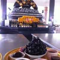 Photo taken at วัดศีรษะทอง (วัดพระราหู) Wat Sisa Thong by Bua W. on 12/18/2012