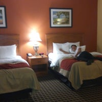 Photo taken at Comfort Inn & Suites by Gabriel Marvic S. on 9/11/2014