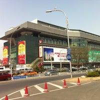 Photo taken at 秀水街 Silk Street Market by Ender P. on 4/13/2013